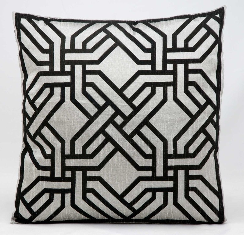 Kathy Ireland Modern Chain Silver/black Throw Pillow
